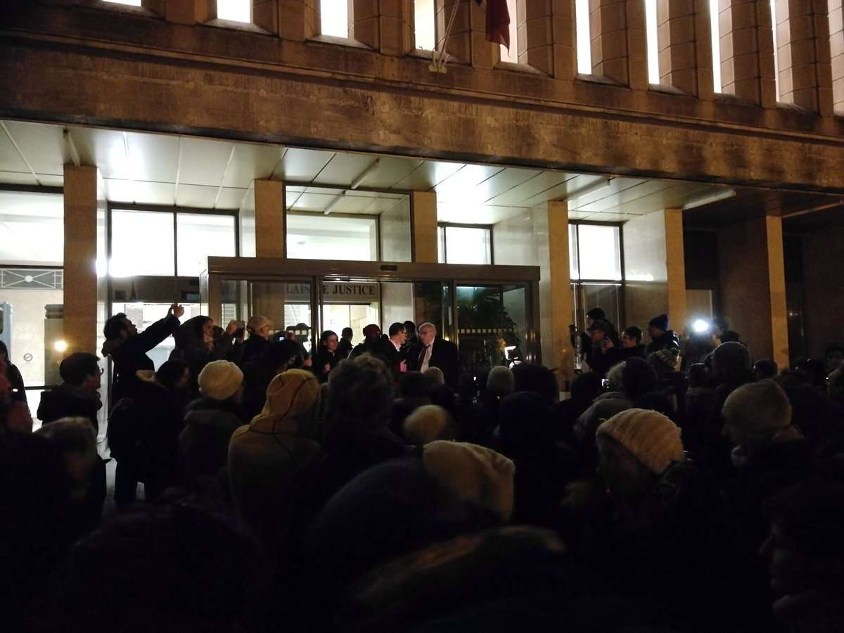 Sortie du procès des 3+4 de Briançon devant le tribunal de Gap à 1h30 du matin, le 9 novembre 2018. Photographie : compte twitter @lacimade