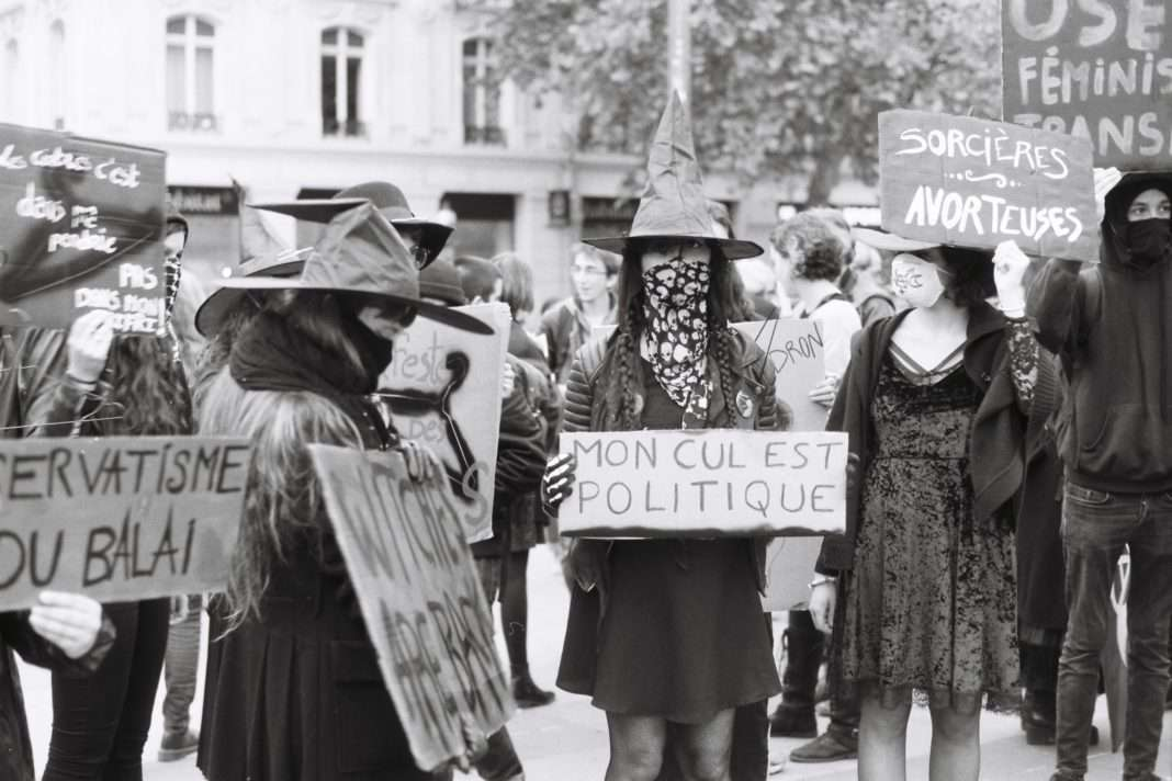 Witch Bloc Féministe Clitosaure