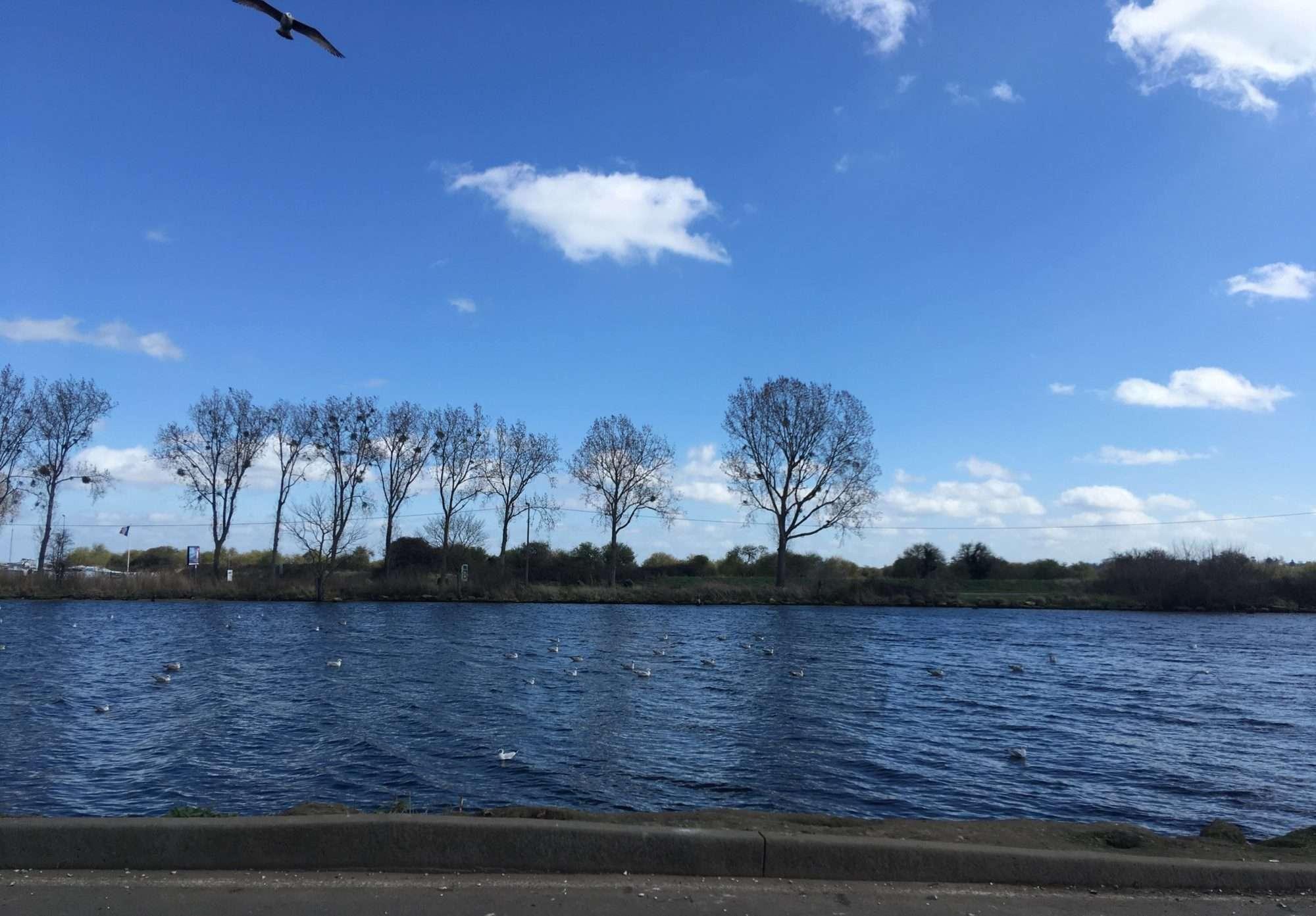 Ouistreham, vue sur le canal de l'Orne, depuis le lieu de la distribution du CAMO.