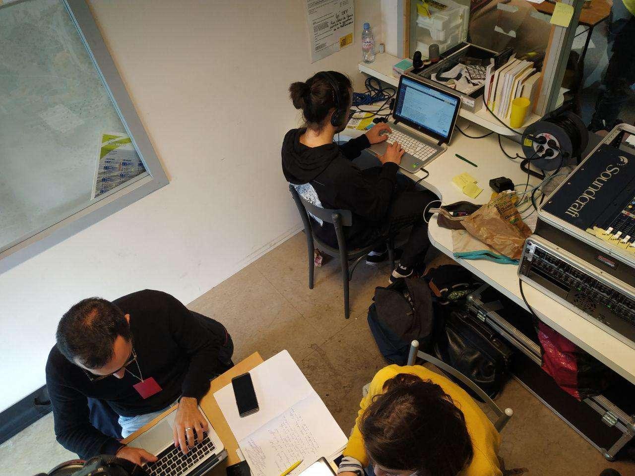 Radio Parleur à Saint Nazaire prépare son émission du jour