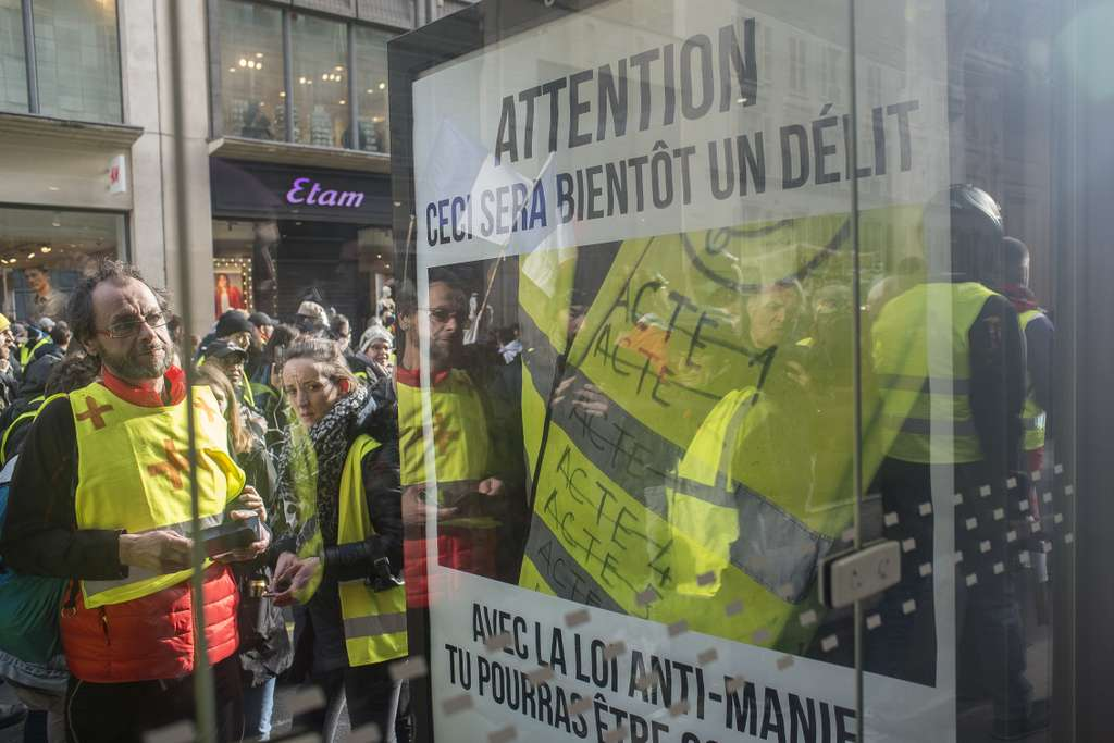 Des militants antipub en manifestation