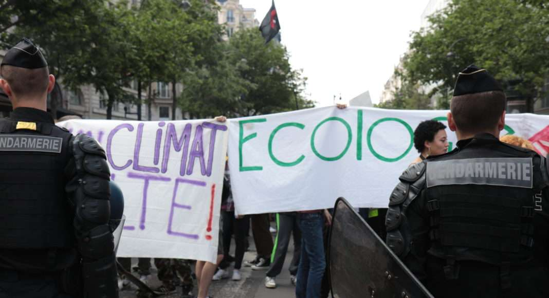 A Paris le 24 mai, les forces de l'ordre ont bloqué à plusieurs reprises la manifestation de de la grève mondiale pour le climat. Photo Pierre-Olivier Chaput