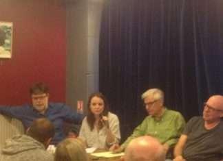 Les trois intervenants de la conférence sur la montée de l'extrême droite au Brésil.