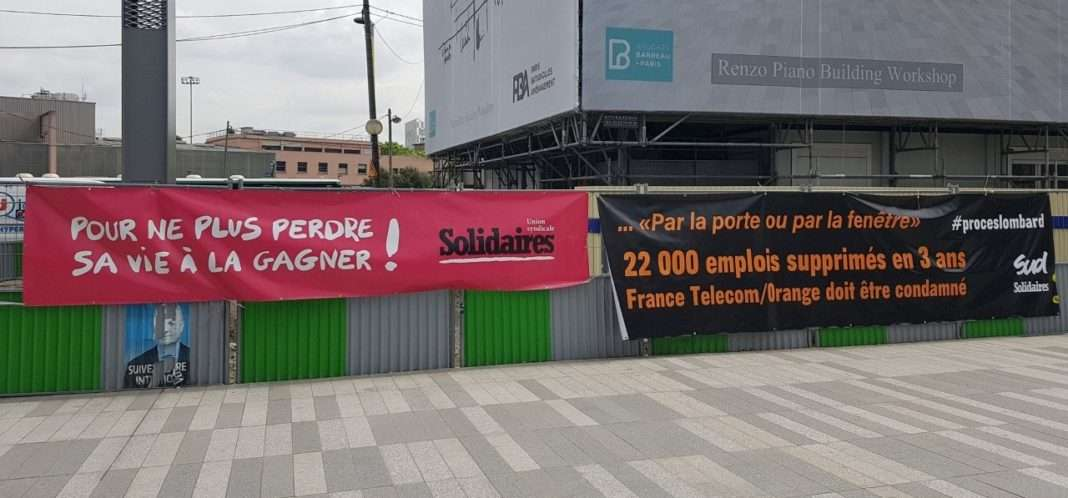 Banderoles pour le procès des suicides chez France Télecom; Procès Lombard