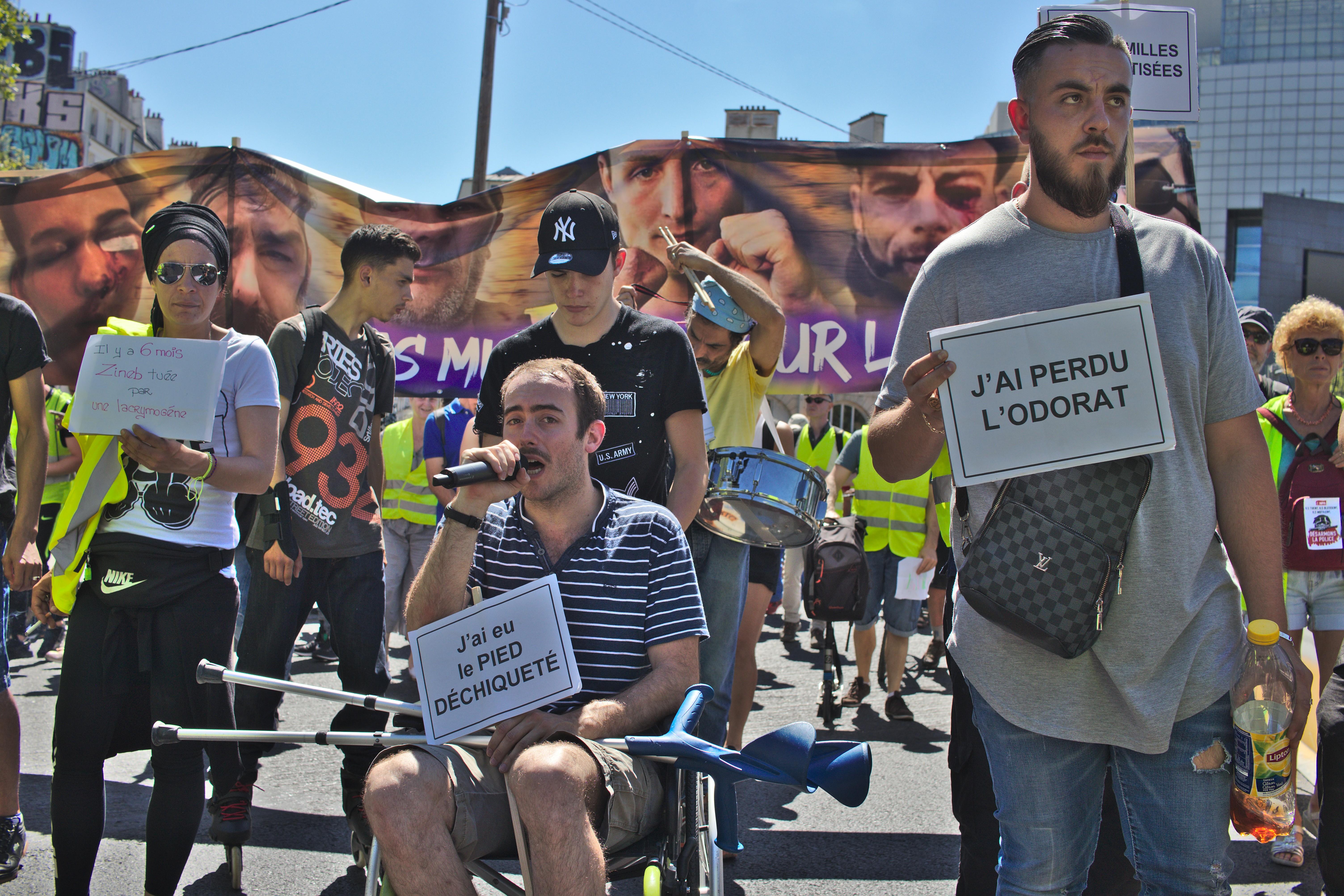 Les blessé.es défilent à la marche des mutilés le 2 juin à Paris. Photographie : Pierre-Olivier Chaput pour Radio Parleur.