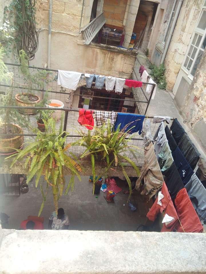 Accueil de jour à l'Athénée Libertaire pour les expulsés des squats de Bordeaux.