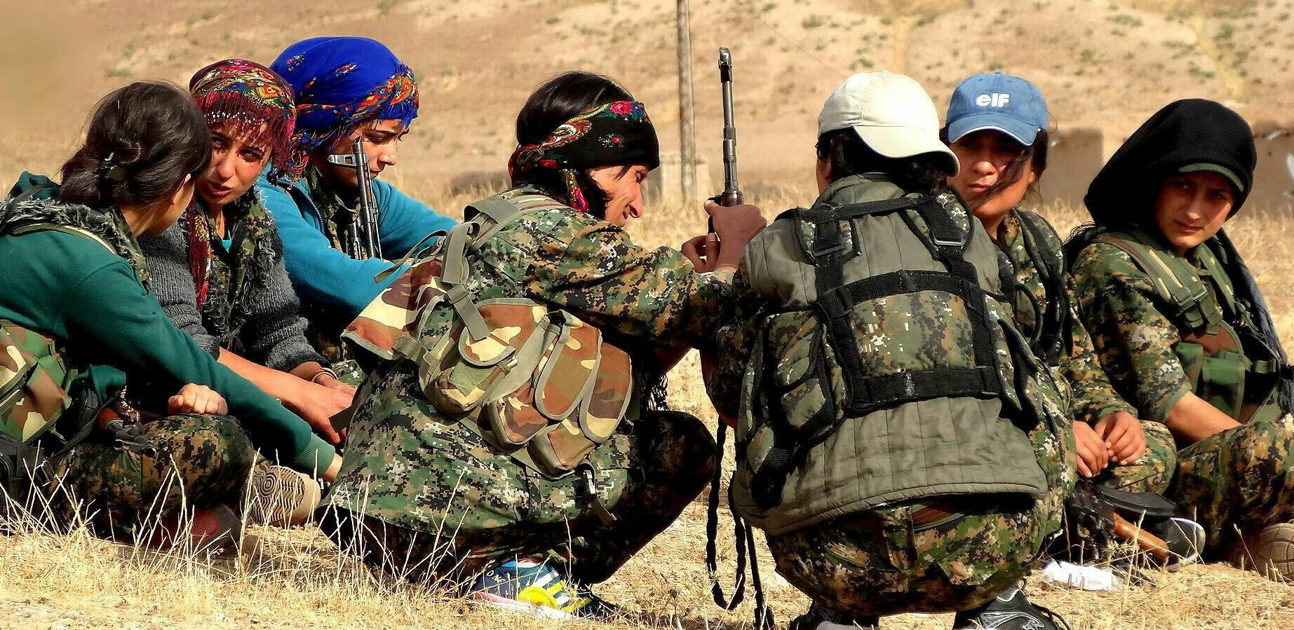Combattantes membres des forces kurdes YPG en opération au mois de juin 2015. Photographie : compte Flickr Kurdishstruggle créatives commons.