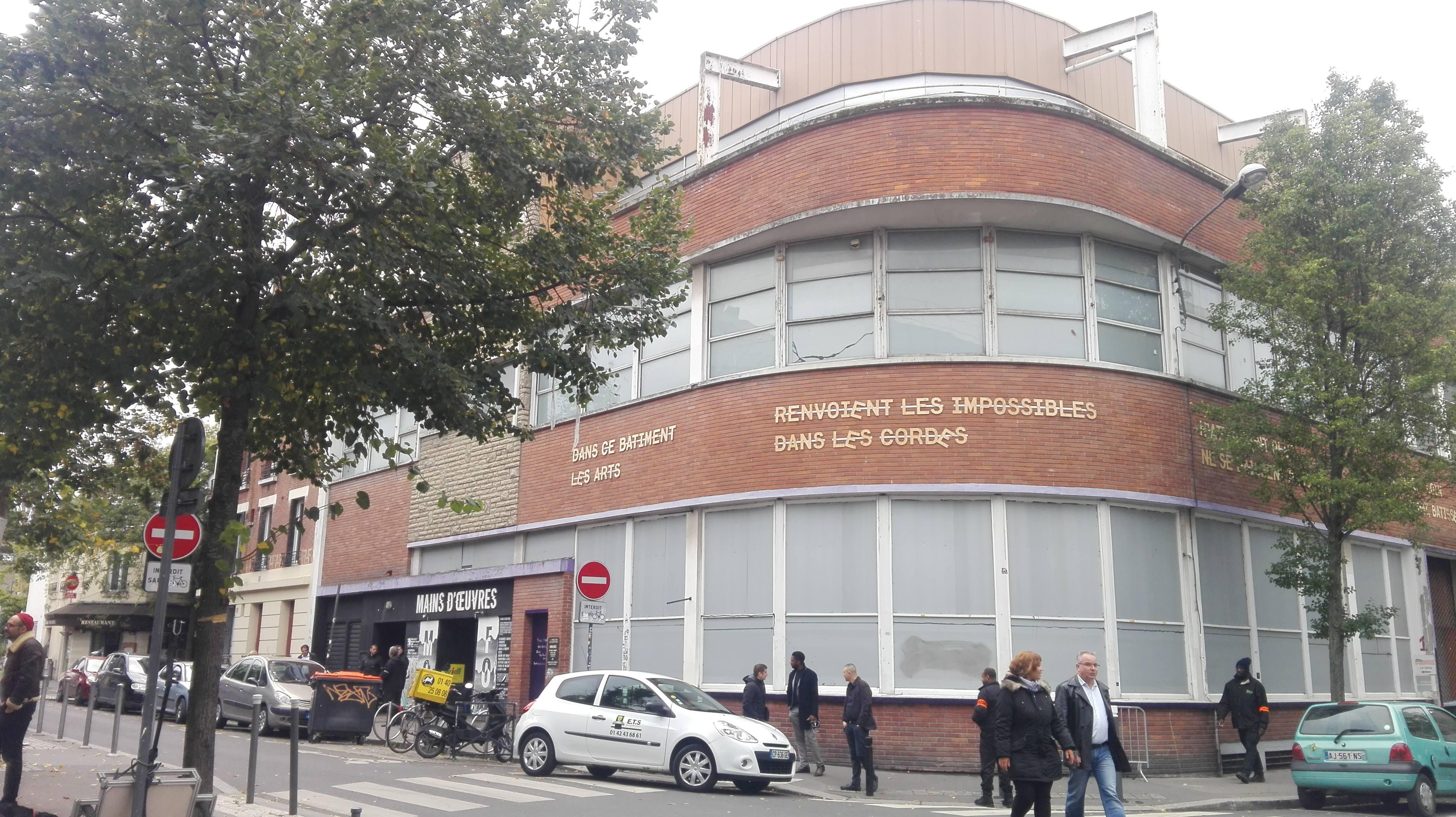 Le bâtiment qui abritait Mains d'oeuvres depuis 19 ans est surveillé par 10 agents de sécurité