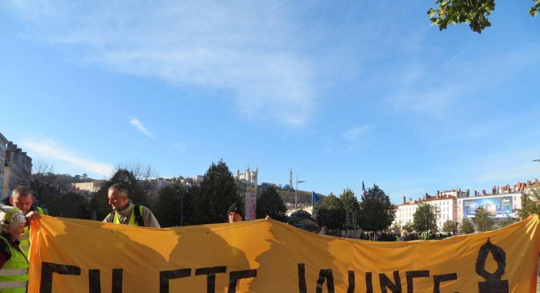 L'anniversaire du mouvement Gilets Jaunes à Lyon pour l'acte 53, le 16 novembre 2016. Photographie : Tim Buisson pour Radio Parleur.