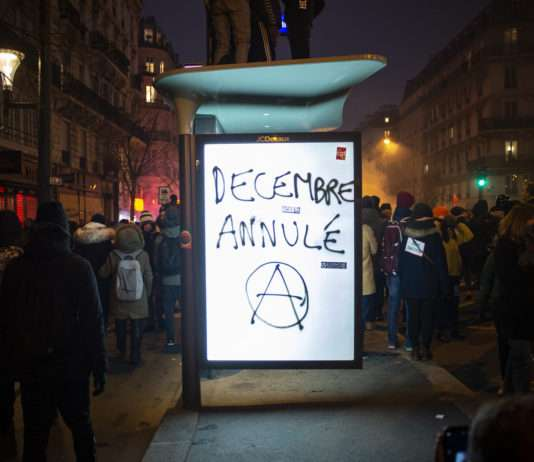 Antipub manifestation 5 décembre grève générale