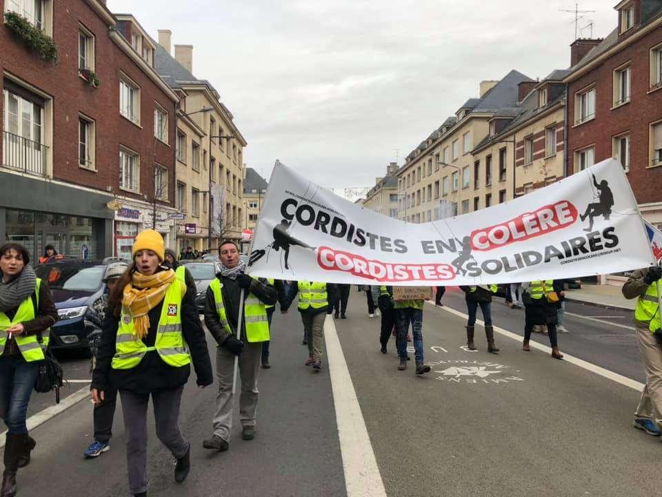 Cortèges des cordistes en colère lors de la manifestation du 10 décembre contre la réforme des retraites à Amiens. Photographie : Cordistes en colère.