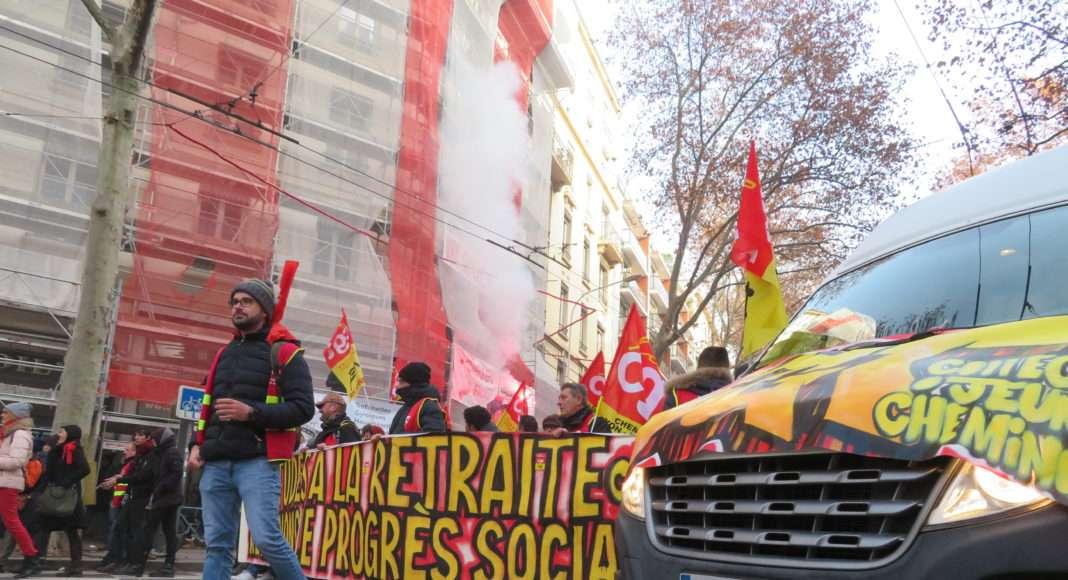 Dans les cortèges de la grève générale du 5 decembre à Lyon. Photographie : Tim Buisson pour Radio Parleur.
