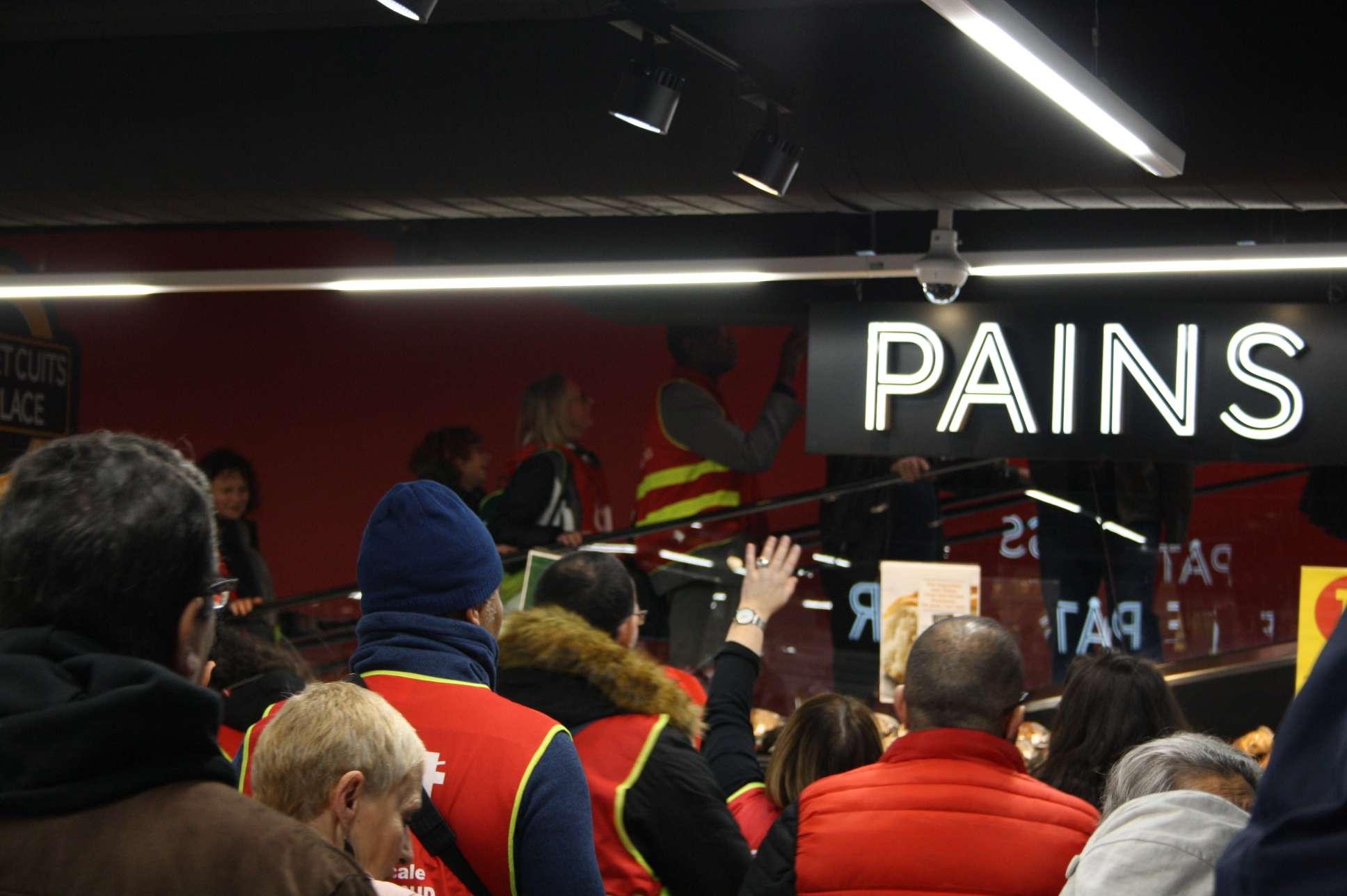 mobilisation des salarié.e.s du groupe Casino au Géant Masséna à Paris le 26 novembre 2019. Photographie : Pierre Louis Colin pour Radio Parleur.