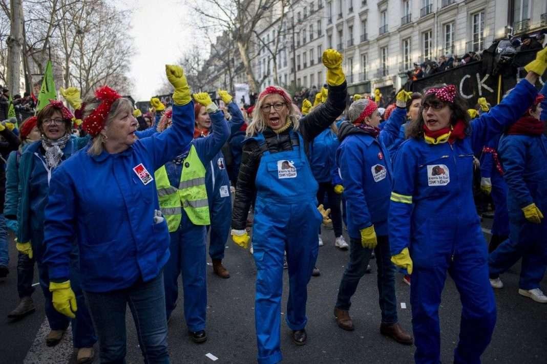cortège féministe manifestation contre la réforme des retraites violence femmes