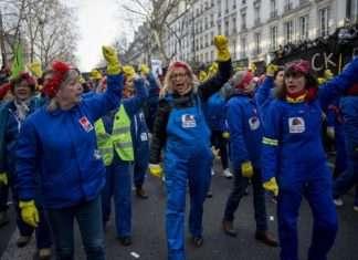 cortège féministe manifestation contre la réforme des retraites
