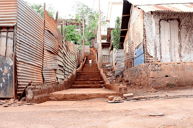 Ajouter une crise à la crise. À Mayotte, l'épidémie du Covid-19 menace une population fragile, vivant à 84% sous le seuil de pauvreté.