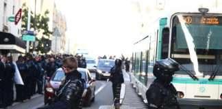 quartiers populaires pandémie devant la mairie de L'Île-Saint-Denis