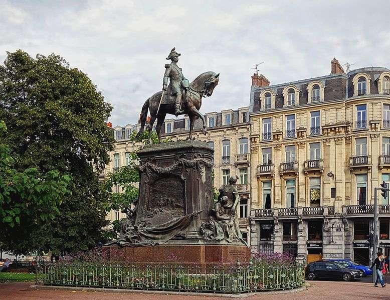La statue du général Louis Faidherbe à Lille au coeur d'un débat sur l'héritage de ce militaire impliqué dans la colonisation du Sénégal. Photographie : Créatives commons