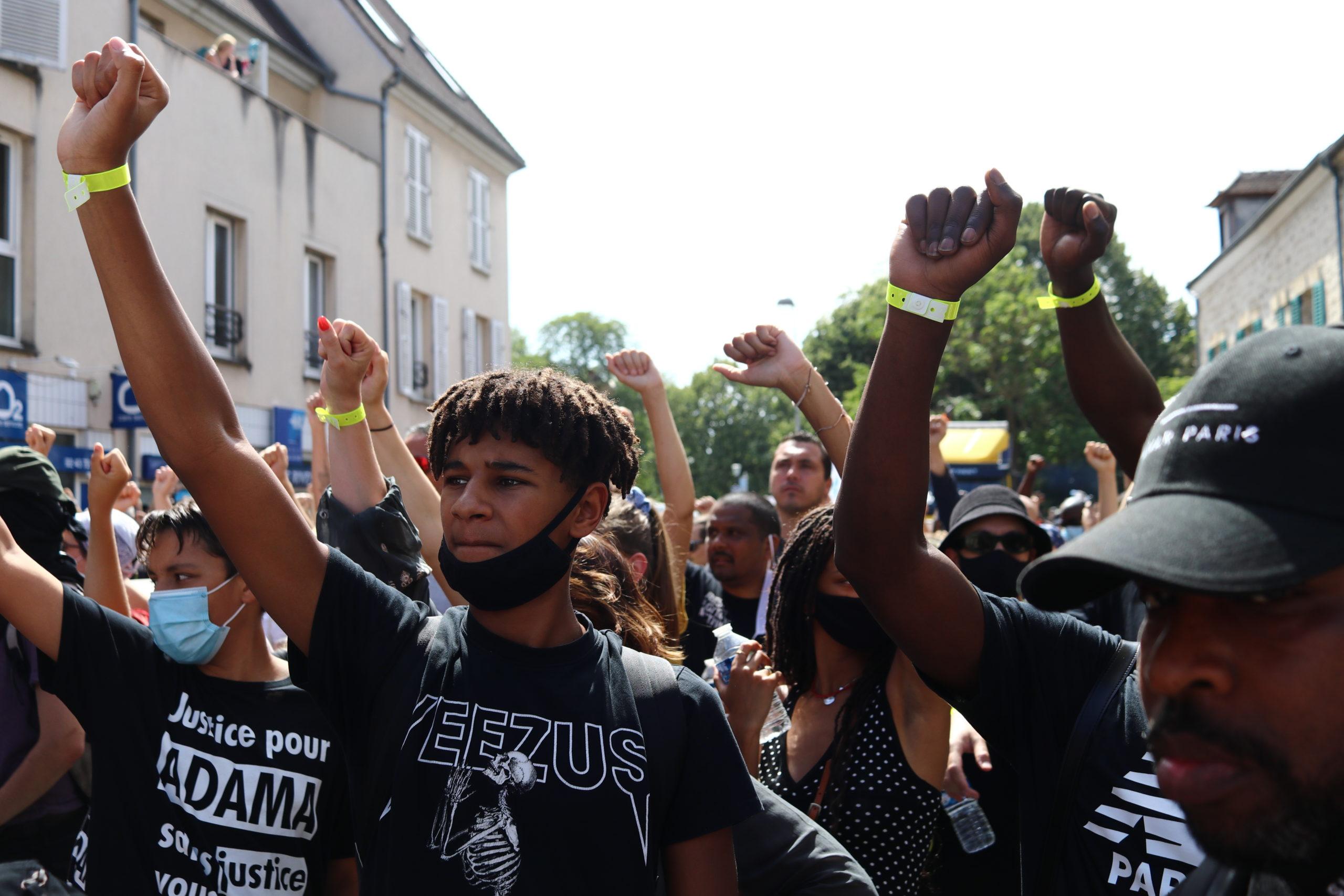 A Beaumont-sur-Oise le 18 juillet 2020, lors de la 4e marche en hommage à Adama Traoré, soutenue par les écologistes. Photo Pierre-Olivier Chaput pour Radio Parleur