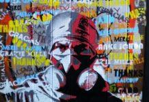 Peinture mural représentant une manifestant munie d'une masque à gaz lors du mouvement Estallido au Chili en Novembre 2019 photographie : Melaine Fenouillère.
