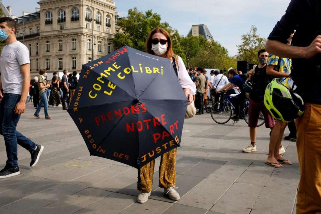Manifestante masquée à Paris, le 20 septembre 2020 par Malika Barbot pour Radio Parleur. militer confinement