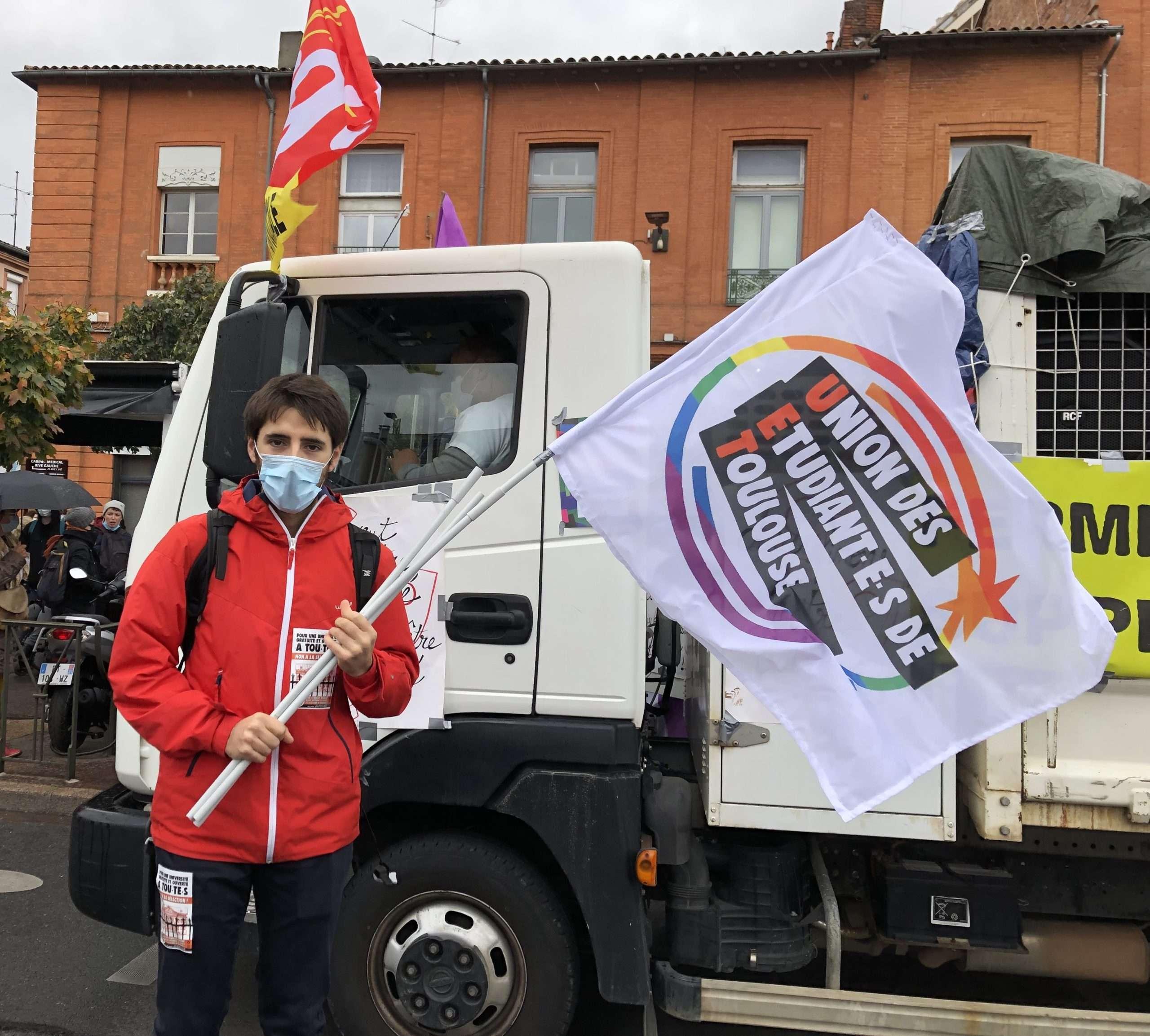Les organisations étudiantes étaient bien présentes dans la rue aux côtés des soignants, le 7 novembre à Toulouse. Photo : Auriane Duroch-Barrier