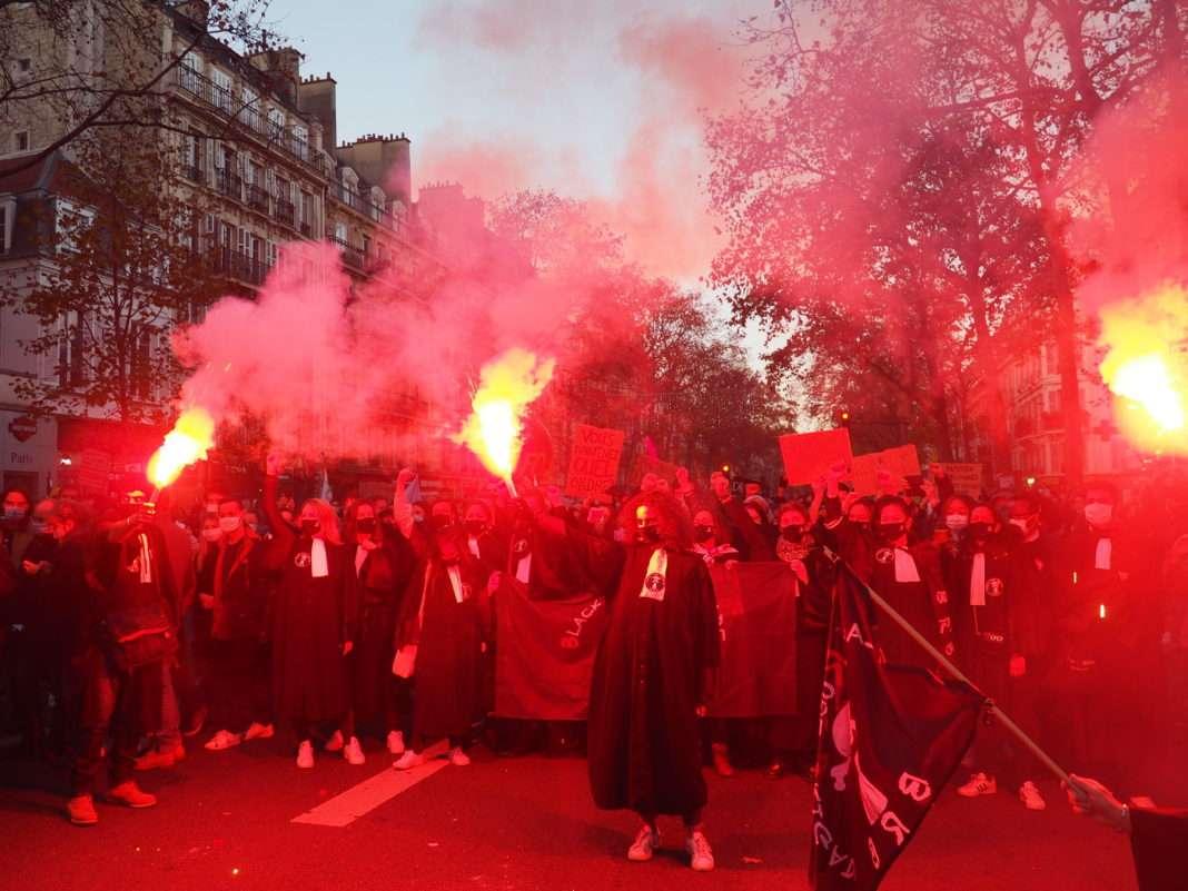 Black Robe Brigade Marche des libertés