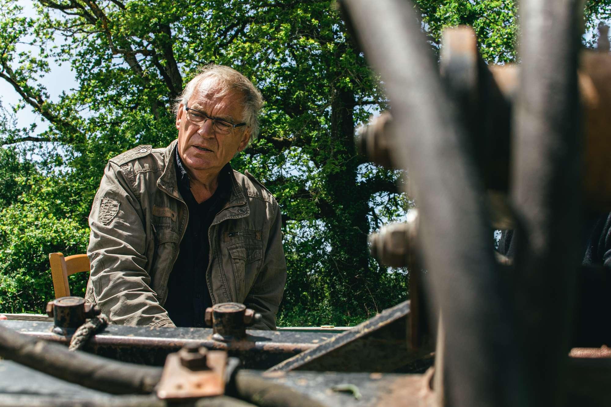 À chauvé, le 25 mai, Hubert paysan du Pays de Retz, lors d'une interview sur son exploitation.